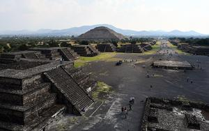 Thumbnail for A Balloon ride in Teotihuacan